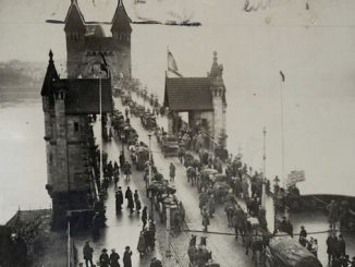 Bonn 1918, Rückzug deutscher Truppen über die Rheinbrücke