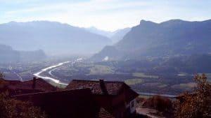 Junger Rhein von Triesenberg in Liechtenstein betrachtet